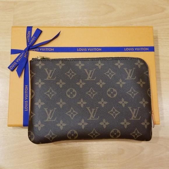 faf6e89a2b5 ... Louis Vuitton Etui Voyage Travel Bag PM. M_5ac6f6ae331627b4a87ebfd4